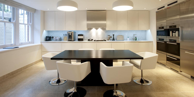 Bardiglio marble worktop and splash back with Molianos Blue limestone flooring
